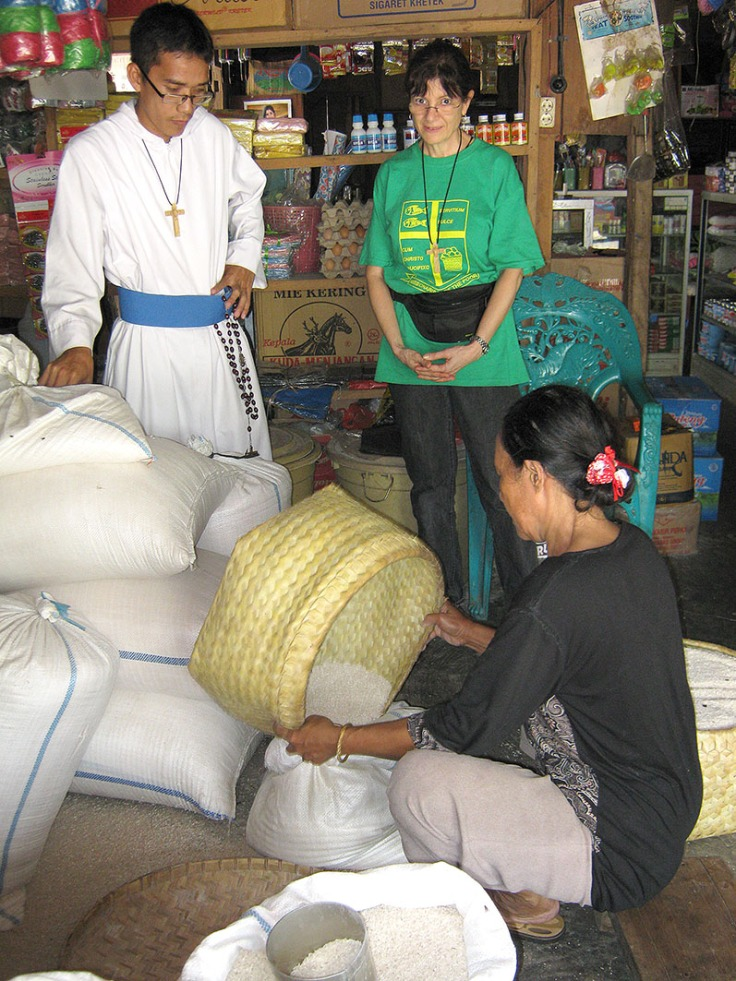 7_Buying rice at the markets (28 March 2011)_Adjusted)