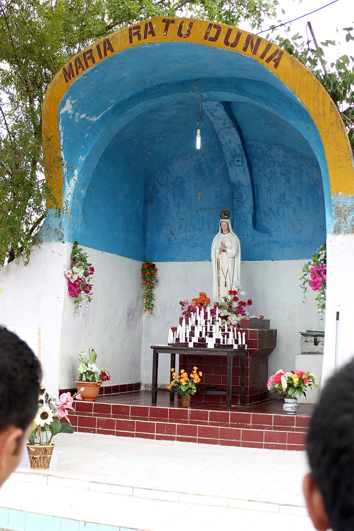 9_Our Lady of Fatima grotto, Labuan Bajo (31 October 2011)_adjusted_032