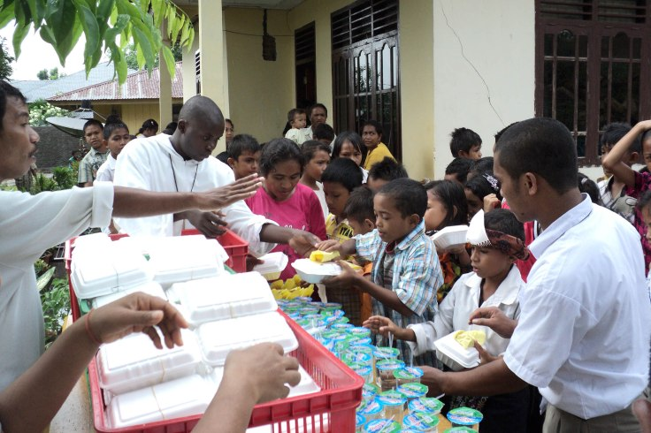 Feeding program for Christmas 2010 (20 December 2010)