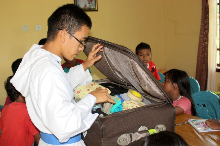 Some gifts for the poor children of the English class (26 March 2011)