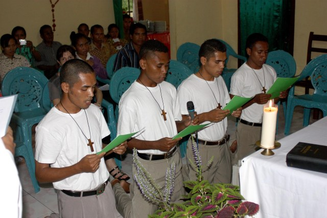 Aspirants (2010 group) entering postulancy 26 March 2011