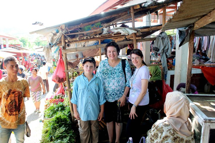 A pause in the market shopping - Alexander, Janine and Tina (12 December 2012)