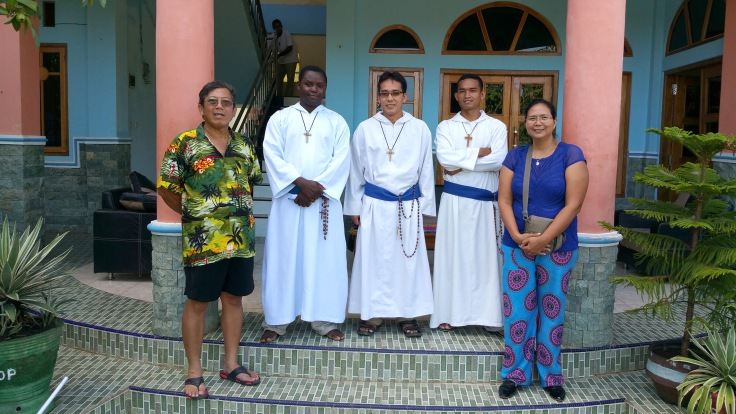Brothers Emmanuel, Nerlito and Marc with the Indonesian visitors Heru and Michele