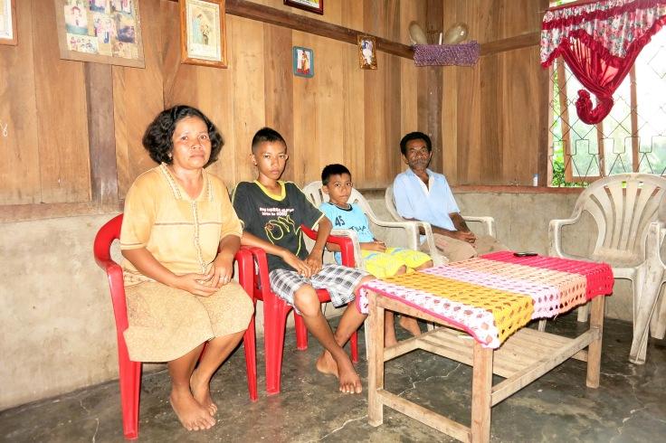 Elfridus and Viktorius Lodan with their parents, Mum Sisilia Geni and Dad Matheus Lodan (2015)
