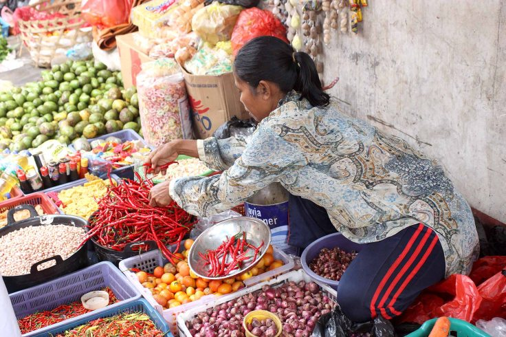 7. At the markets, plenty of chilies