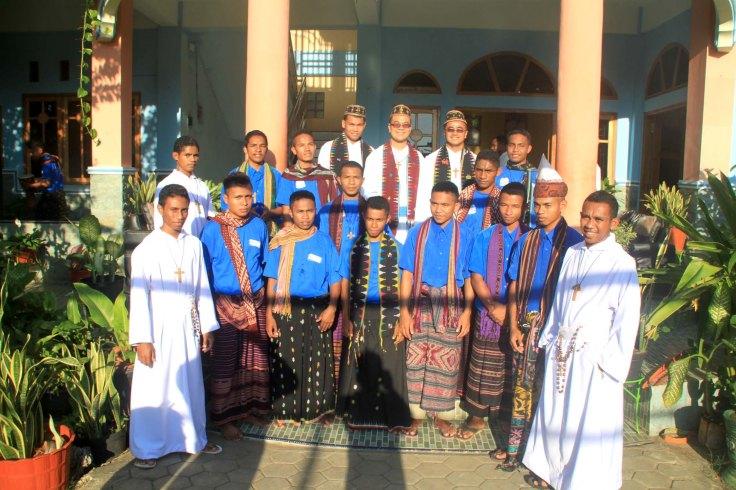 5-visitors-with-young-apirants-and-postulants