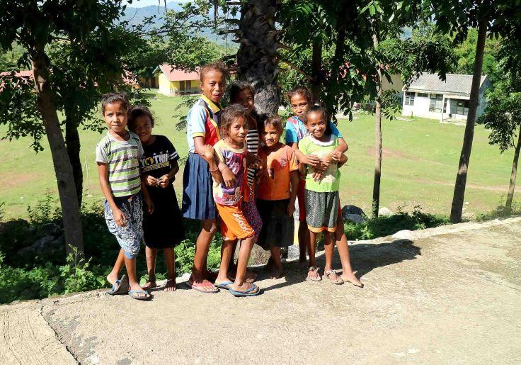 some-shy-children-heading-up-to-saburai