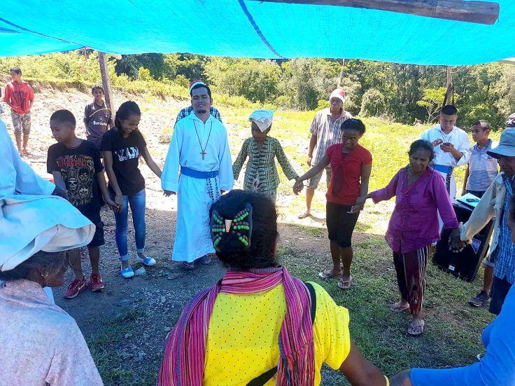 28-next-a-traditional-timor-leste-dance