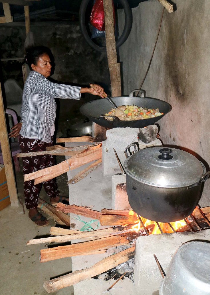 6-before-dawn-the-next-door-neighbour-helping-prepare-the-food