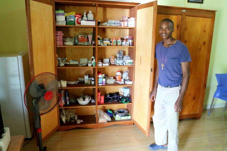 Ladis and medicine cabinet